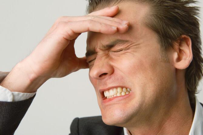 Болит голова в области лба и тошнит