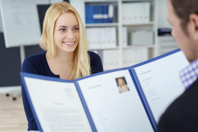 Девушка с HR-менеджером